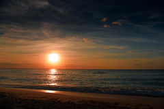 Amanecer en el mar del Caribe Fotos de archivo libres de regalías