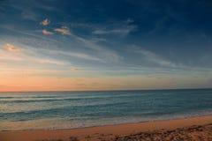 Amanecer en el mar del Caribe Imagen de archivo libre de regalías