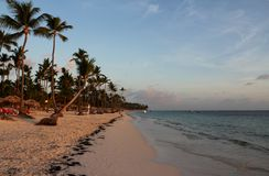 Amanecer en el mar en la Rep?blica Dominicana fotografía de archivo libre de regalías