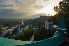 Amanecer en el monasterio de Svyatogorsk Imagen de archivo