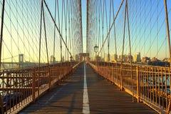 Amanecer en el puente de Brooklyn Imágenes de archivo libres de regalías