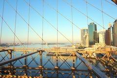 Amanecer en el puente de Brooklyn Foto de archivo libre de regalías