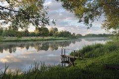 Amanecer en el río Imágenes de archivo libres de regalías