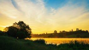 Amanecer en el río Foto de archivo libre de regalías