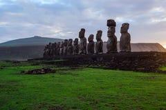 Amanecer en Isla de Pascua Rapa Nui Isla de pascua Threesome Fotos de archivo libres de regalías