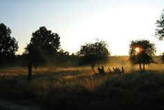 Amanecer en la aldea Foto de archivo libre de regalías
