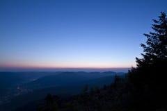 Amanecer en la montaña en Francia Fotografía de archivo