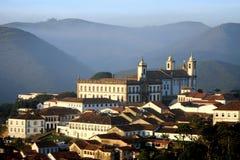 Amanecer en la opinión parcial de Ouro Preto imagen de archivo