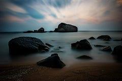 Amanecer en la playa Fotos de archivo