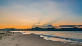 Amanecer en la playa Foto de archivo
