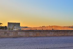 Amanecer en la Ribera. Sunrise from the shore,Avenue of Cordoba,Spain,where most of the monuments are concentrated, such as the Roman brigde Stock Photo