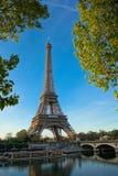 Amanecer en la torre Eiffel, París Fotografía de archivo