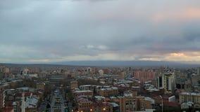 Amanecer en las nubes sobre la ciudad Fotografía de archivo libre de regalías