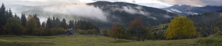 Amanecer en montaña Imagenes de archivo