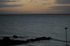 Amanecer en Salthill, Galway Imágenes de archivo libres de regalías