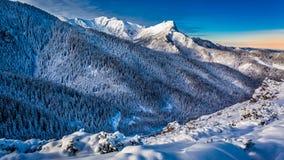 Amanecer frío en las montañas de Tatra Imagen de archivo libre de regalías