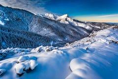 Amanecer frío en las montañas de Tatra Fotos de archivo
