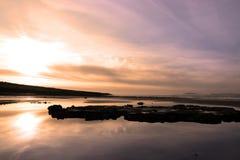 Amanecer púrpura de la playa de Beale Imagenes de archivo