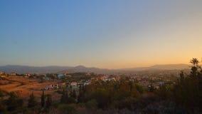 Amanecer sobre Pyrgos Limassol, Chipre almacen de video