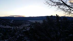 Amanecer temprano en las montañas Fotografía de archivo