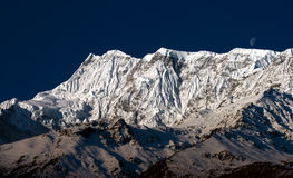 Amanecer tibetano de las montañas Foto de archivo libre de regalías