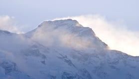 Amanecer tibetano de las montañas Fotos de archivo