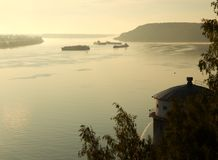 Amanezca en el río Volga cerca de la ciudad de Kstovo Fotografía de archivo libre de regalías