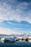 Amanezca en la laguna del glaciar del ³ n del rlà del ¡de JökulsÃ, Islandia imagen de archivo