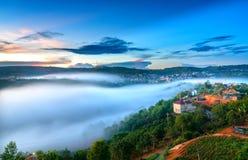 Amanezca en meseta por mañana con el cielo colorido Imagen de archivo libre de regalías