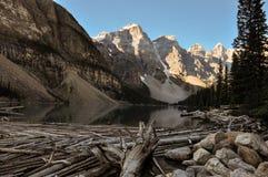 Amanhecer da moraine do lago em tudo é beleza, Alberta, Canadá Imagem de Stock