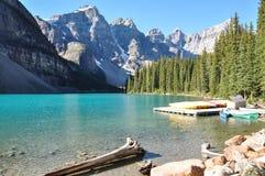 Amanhecer da moraine do lago em tudo é beleza, Alberta, Canadá Imagem de Stock Royalty Free