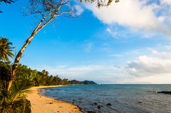 Amanhecer em uma praia tailandesa Fotografia de Stock