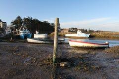 Amanhecer, marés para fora, cena do porto imagens de stock