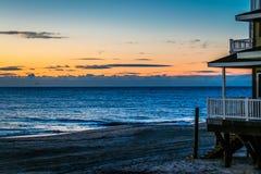Amanhecer na costa foto de stock royalty free