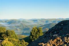 Amanhecer nas montanhas de Cazaquistão do leste fotos de stock royalty free
