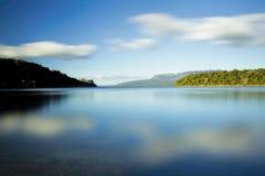 Amanhecer no lago fotografia de stock