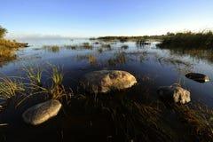 Amanhecer no lago ladoga. Imagem de Stock Royalty Free