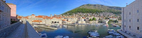 Amanhecer no porto de Dubrovnik imagens de stock royalty free
