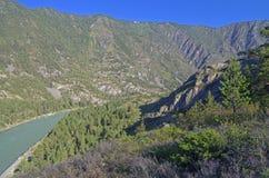 Amanhecer no rio da montanha Imagens de Stock