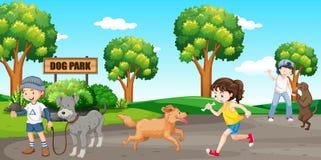 Amant de chien au parc de chien Photographie stock libre de droits