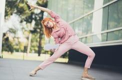 Amant de yoga et des affaires photographie stock libre de droits