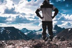 Amant des montagnes tramp Le voyageur Le paysage des Monts Oural Paysage de la Russie Photos libres de droits