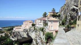 Amantea Calabrië, Italië vanaf de bovenkant van het oude stadsoverzicht stock video