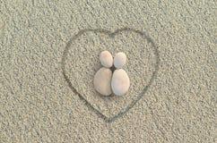 Amantes das formas dos seixos na praia Imagem de Stock Royalty Free