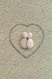 Amantes das formas dos seixos na praia Fotografia de Stock
