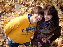 Amantes durante otoño Imagenes de archivo