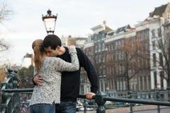 Amantes en Amsterdam foto de archivo
