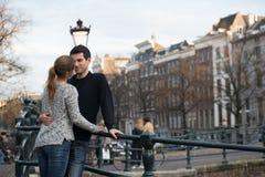 Amantes en Amsterdam imagen de archivo