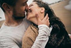 Amantes felices fotos de archivo
