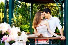 Amantes hombre joven y mujer Imagenes de archivo